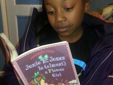 S'ari is Reading!