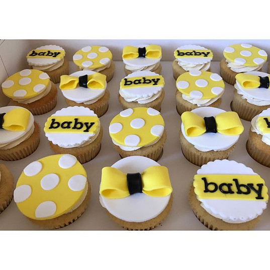 Some perfect baby shower cupcakes to bri