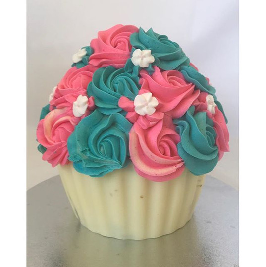 Still loving this giant cupcake! Video o