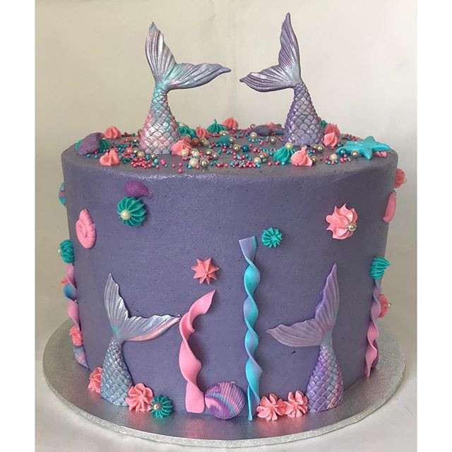 I am in love! 😍 this mermaid cake is my