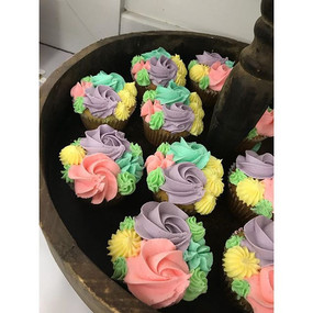 Love a matching set! Cake, cookies, cupc