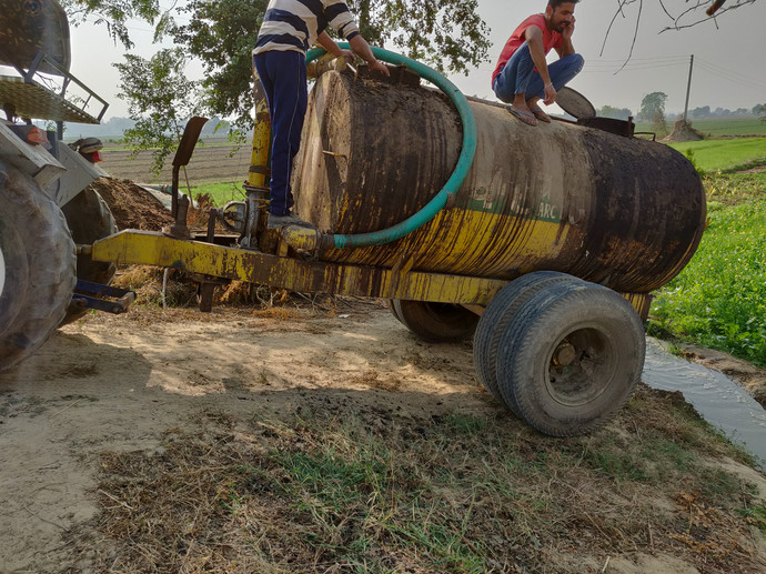 Liquid Compost with Water Handiaya Dharm