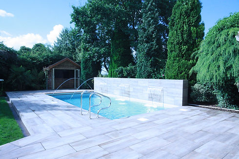 Outdoor Liner Pool with Water Features and Automatic Pool Safety Cover