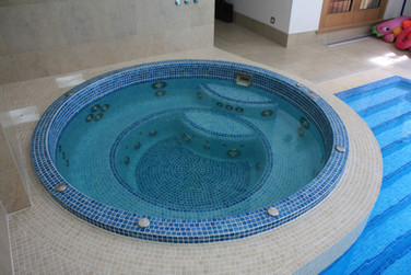 Residental Freeboard Mosaic Tiled Spa with Upgraded Hydromassage Jets