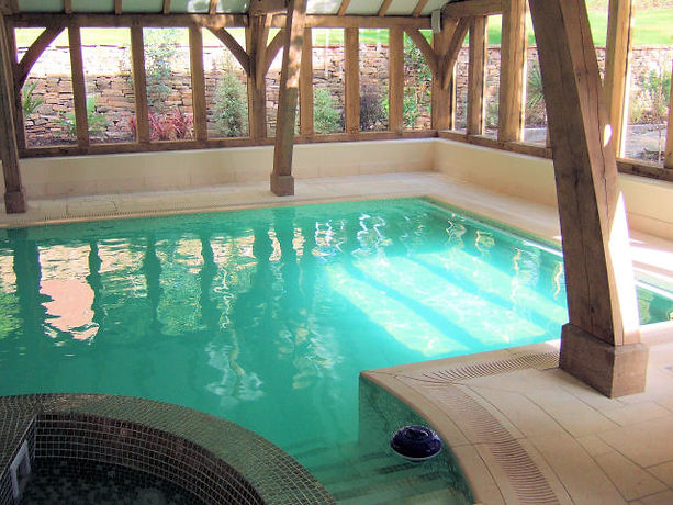 Indoor Overflow Pool with Natural Stone Perimeter Grating System