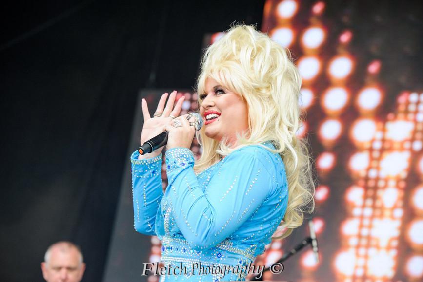 Dolly Glastonbudget 2.jpg