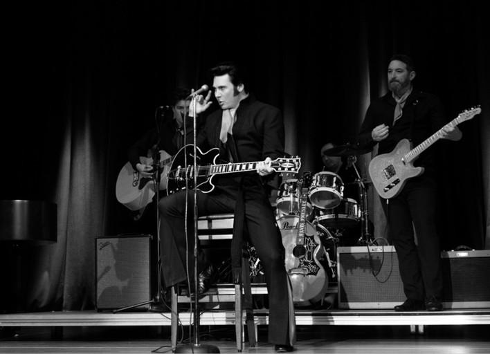 Elvis tribute Act - Mark Summers - Award winner - www.mejamanegement.com