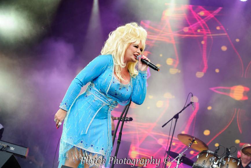 Dolly Glastonbudget 3.jpg