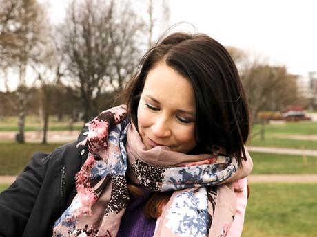 Traumabonding – Miksi jäämme alistavaan tai narsistiseen suhteeseen?