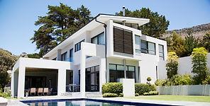 Velký moderní dům s bazénem