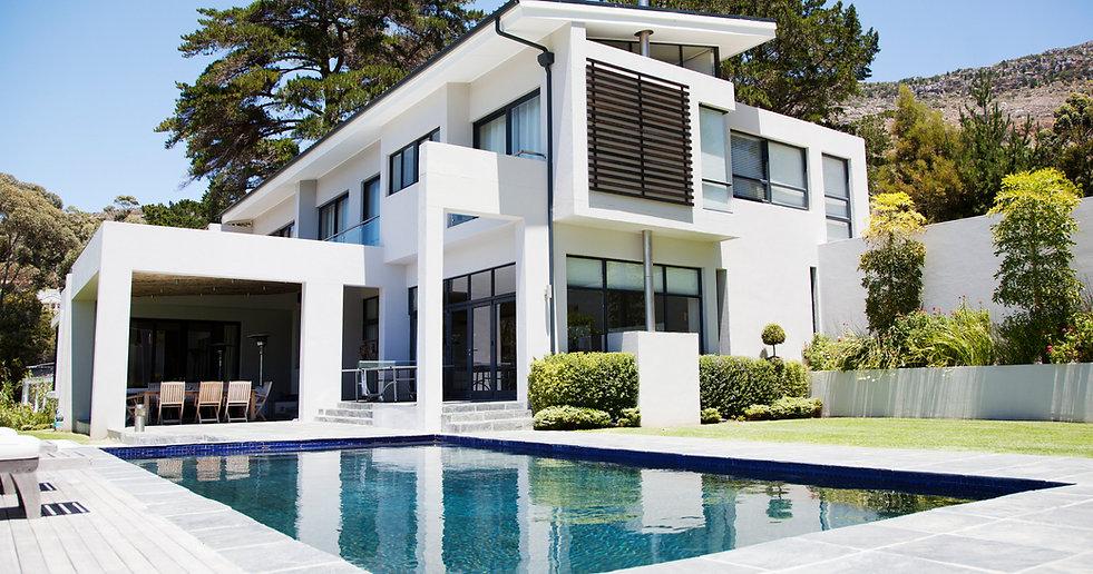 Groot modern huis met zwembad