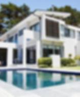 Grande maison moderne avec piscine