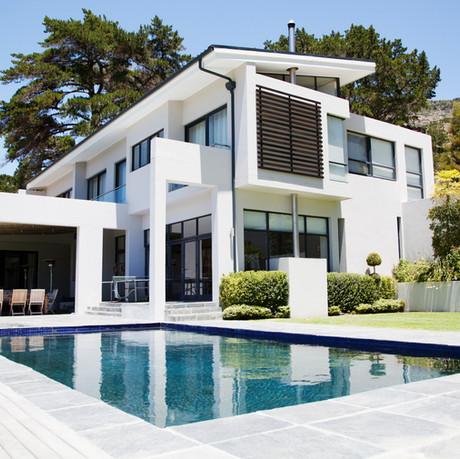 Großes modernes Haus mit Pool
