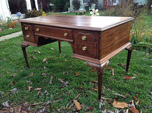 Chippendale Desk with 5 drawers (50 x 29 x 29)
