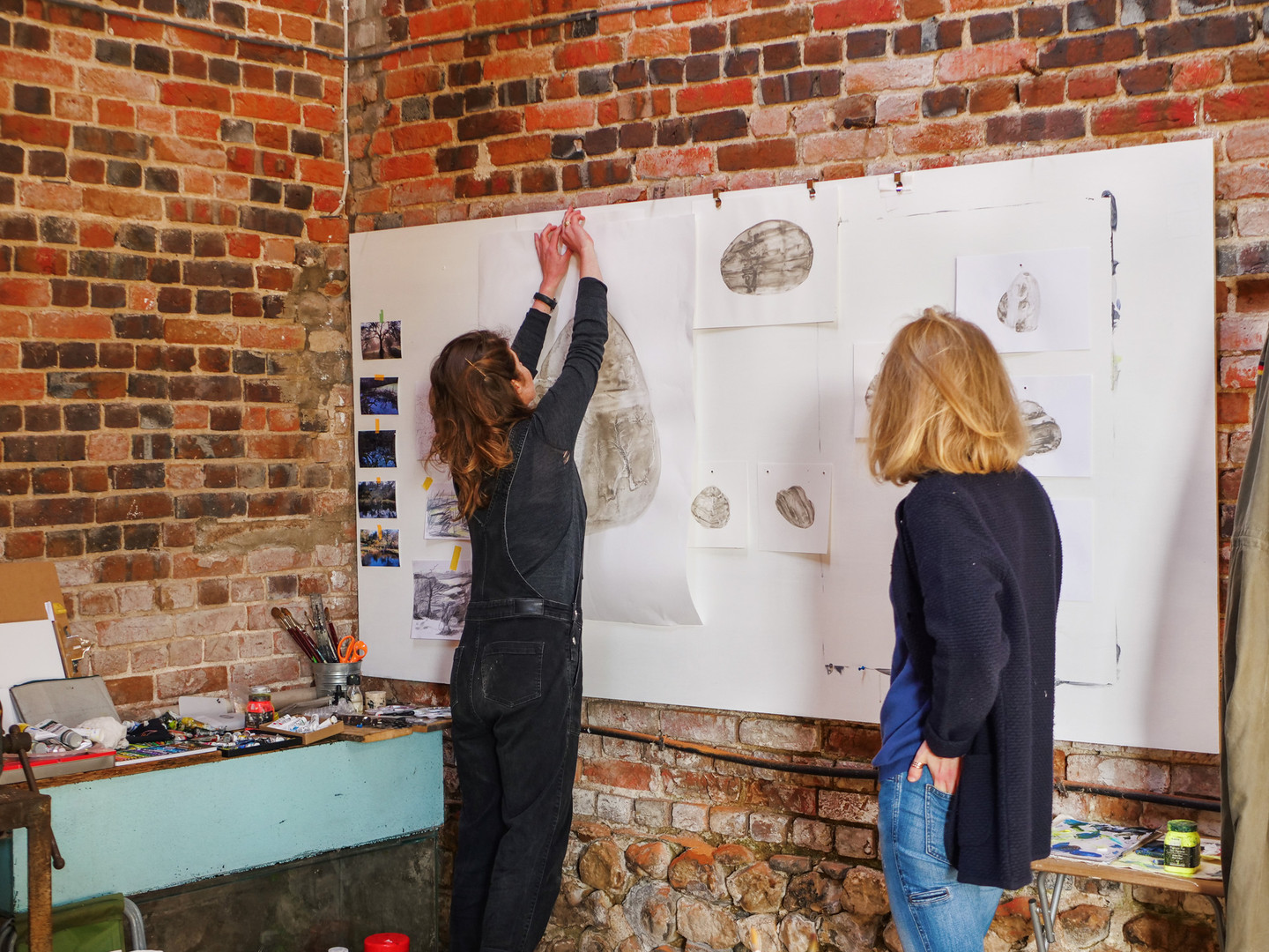 Tamsin Relly and Evy Jokhova in the gallery barn