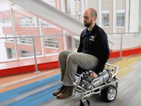 Wózek inwalidzki na sprężone powietrze