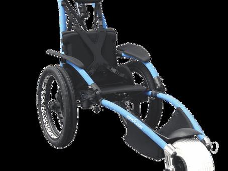 Wózkiem dla niepełnosprawnego po plaży, do basenu w teren