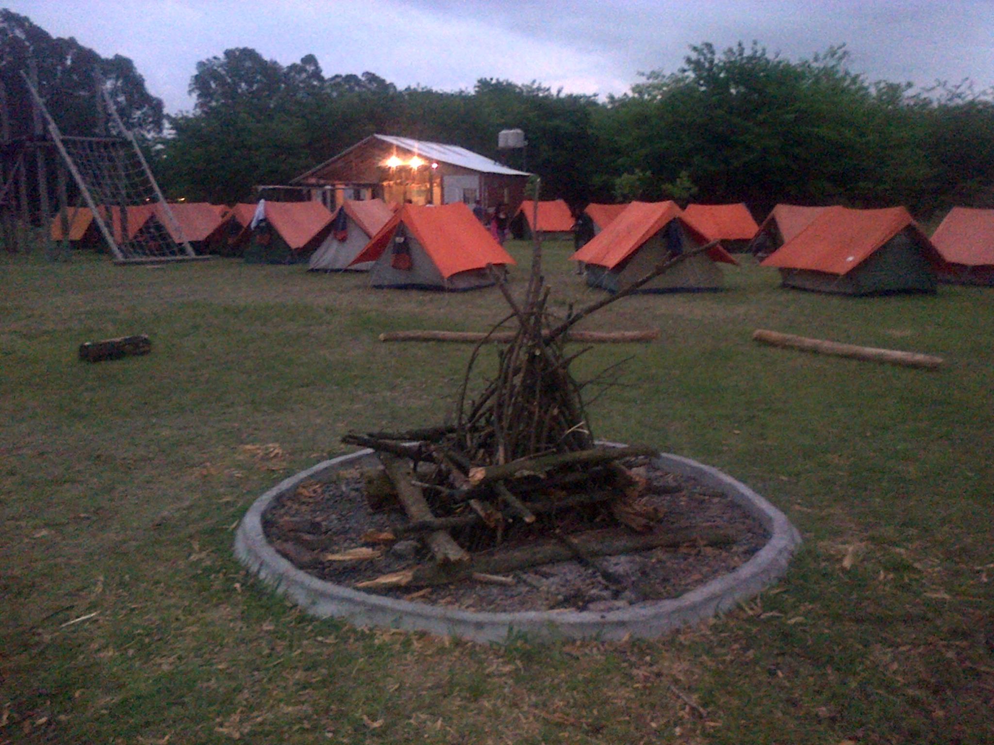 Acampe en la naturaleza Pilar