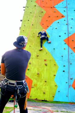 Muro de escalada cumpleaños aventura