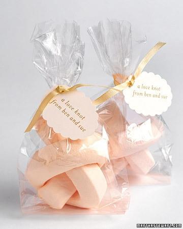 Marshmallow Love Knot (Martha Stewart)