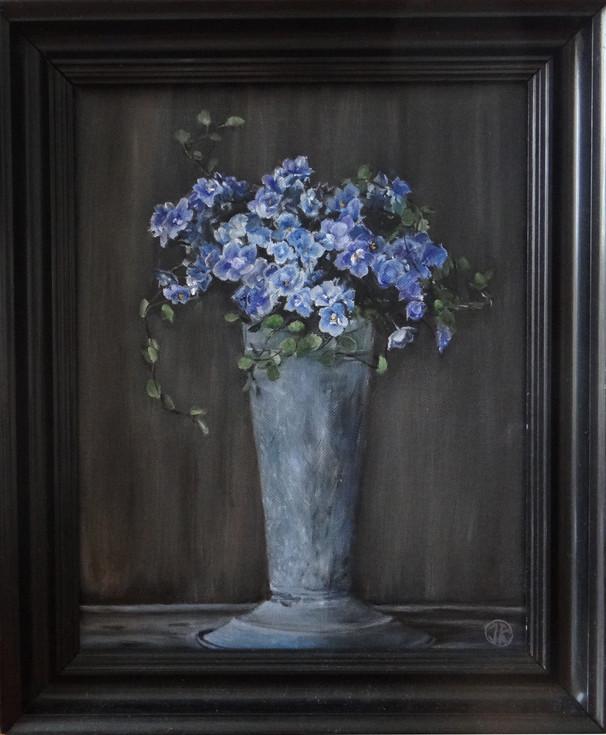 Blå blommor i bleckvas, 28x35 S