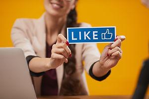likes-in-social-media-X4GJ28H.jpg