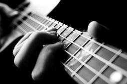 Guitarra Bobber Black_edited.jpg