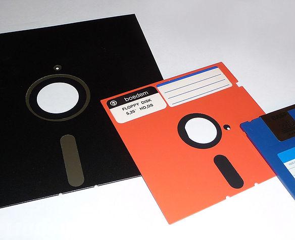 1920px-Floppy_disk_2009_G1_edited.jpg