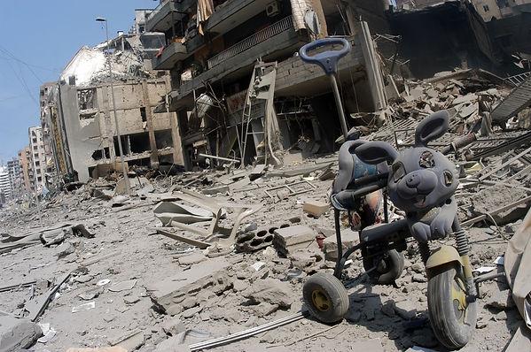 tussen de puinhopen van Beiroet.jpg