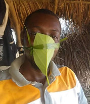Uganda mondmaskers.JPG