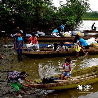 """""""Lo más duro fue estar encerrados viendo el tiempo pasar"""", indígenas desplazados en Bahía Solano"""