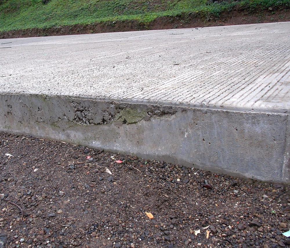21 centímetros de espesor tienen las placas de concreto que se están construyendo.