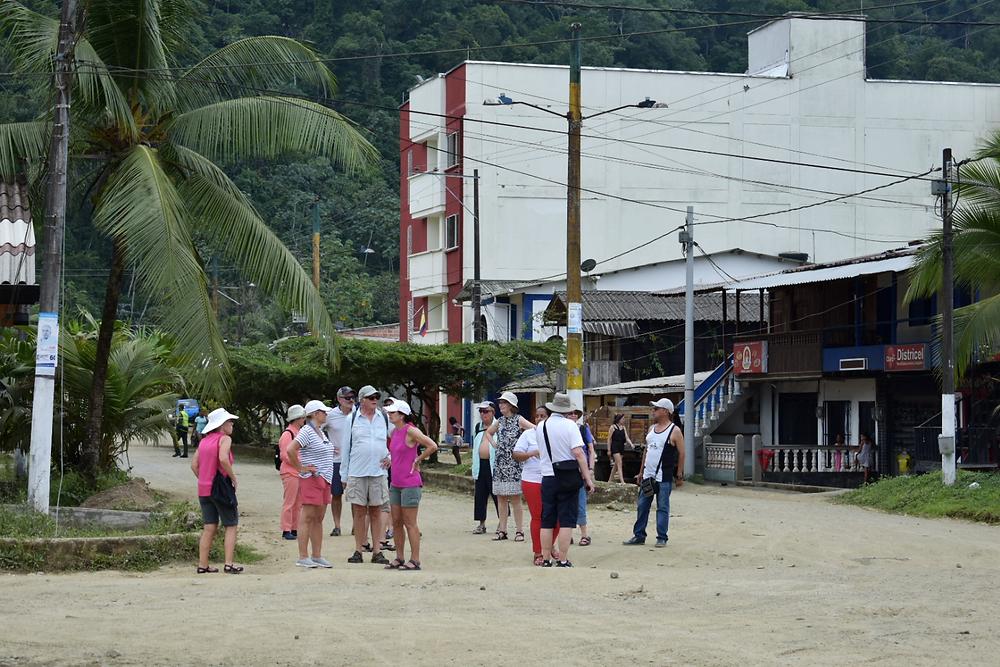 Turistas por las calles de Ciudad Mutis