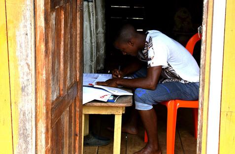 niño estudiando.jpg
