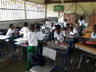 Niños de Ciudad Mutis estrenaron mobiliario escolar