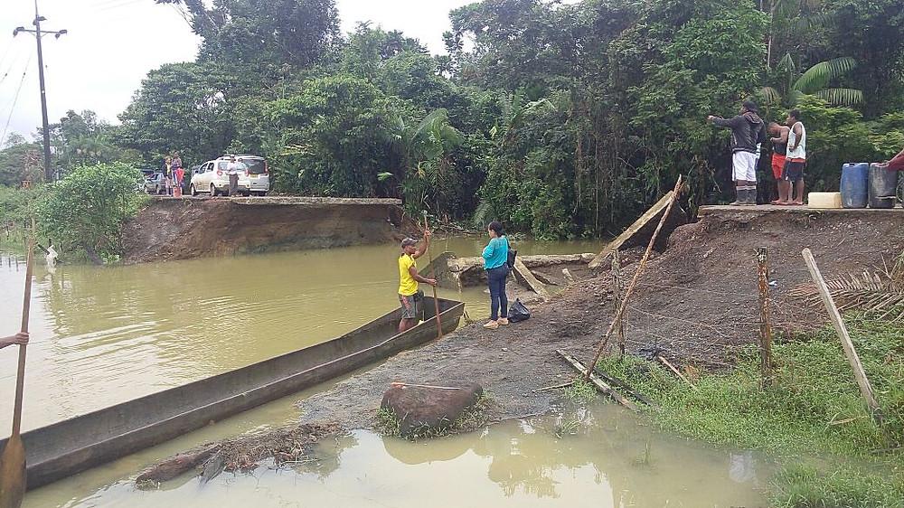 Tramo de la vía a El Valle, destruída por la creciente del río del mismo nombre.