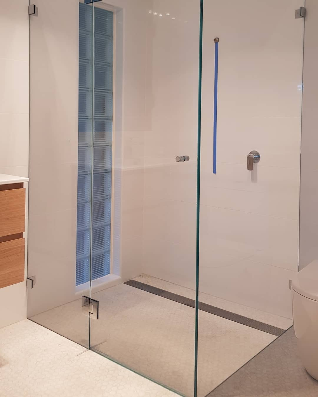 Starfire frameless shower