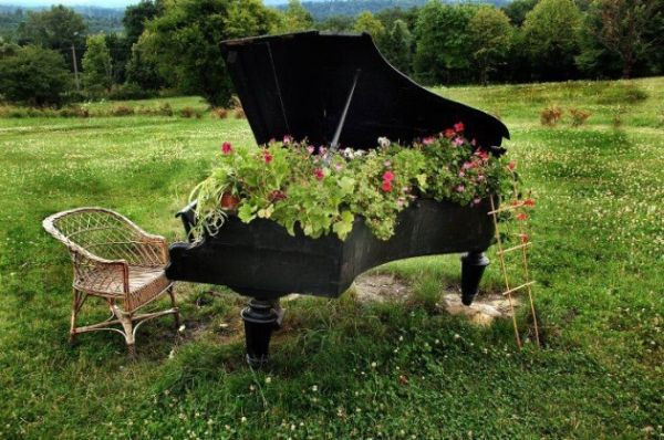 DIY Repurposed Piano Garden Planter | Upcycling