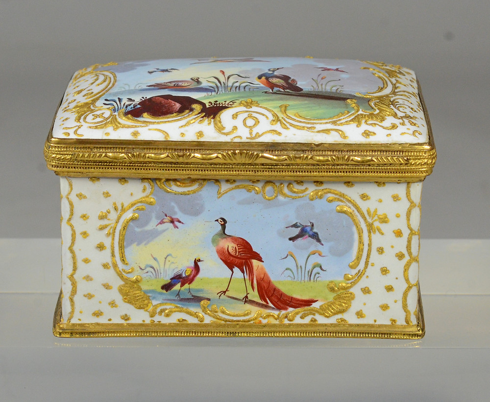 Lot 12100 is painted on all sides with depictions of various birds.