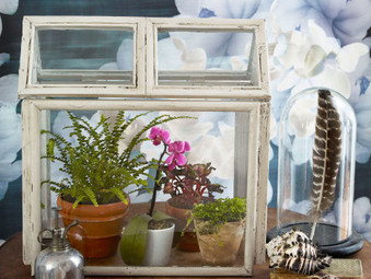 Picture Frame DIY: 7 Ways to Repurpose Old Picture Frames Bought at Auction