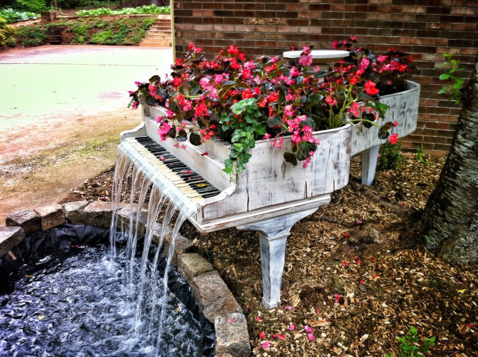 DIY Repurposed Piano Garden Fountain | Upcycling