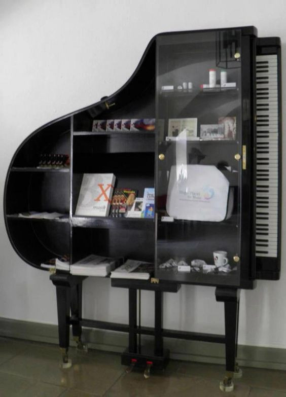DIY Repurposed Piano Bookcase | Upcycling