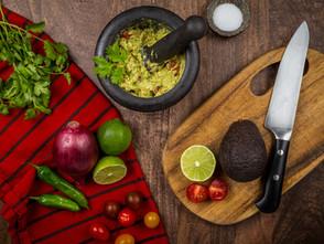 Mehr als nur ein Snack: Knusprige Kartoffelspalten mit Avocado-Creme