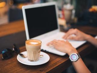 Se concentrer et travailler dans un café.