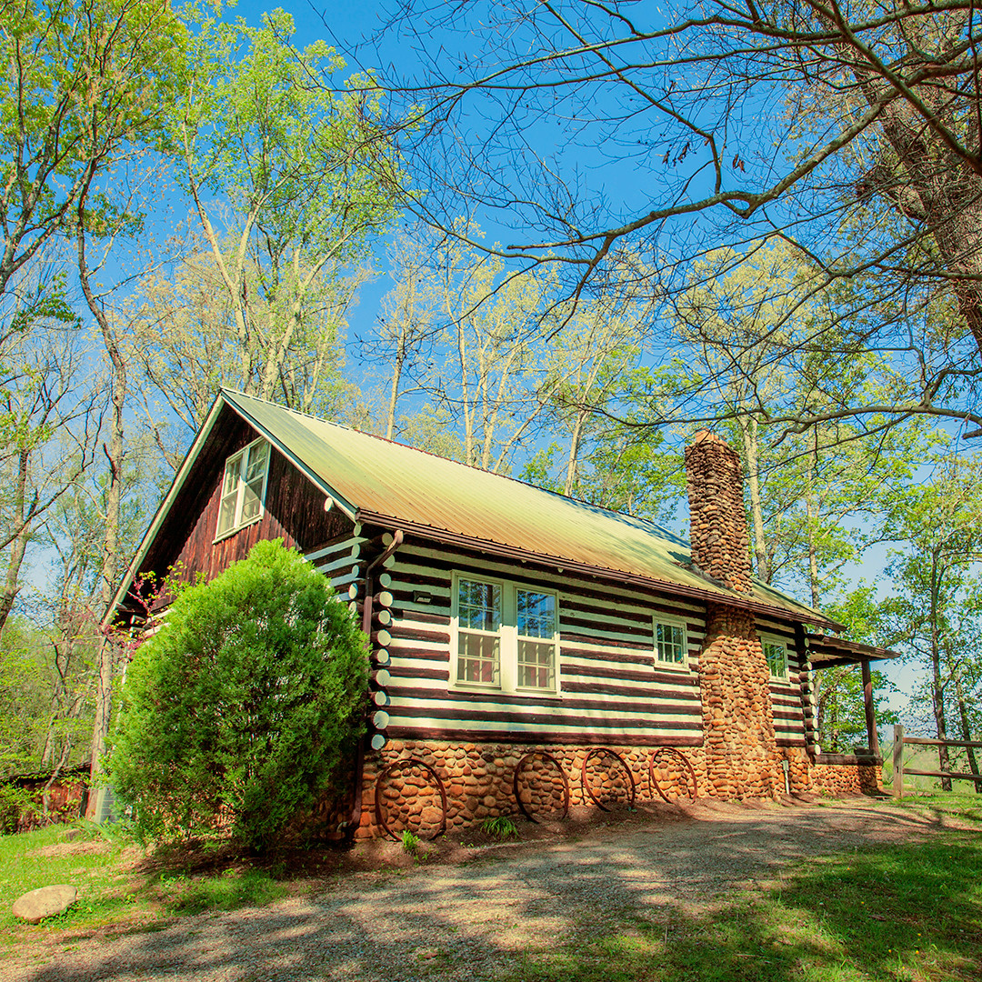 Log Cabin - Vacation Hotels Open Right Now