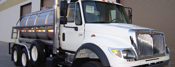 vac truck1.jpg