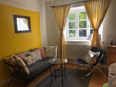 Wohnzimmer Sonnengelb