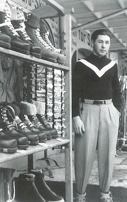 Dans l'atelier de son père 1937