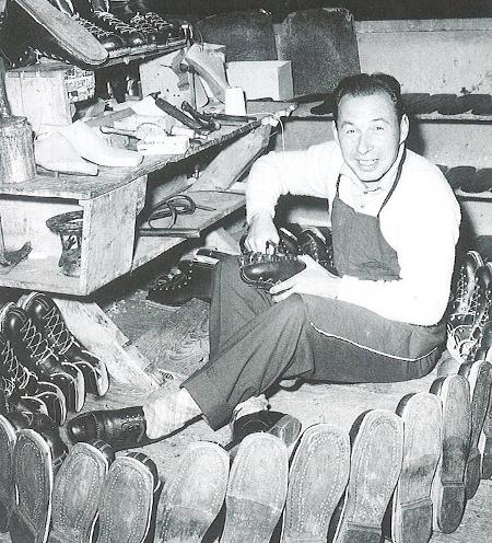 Karl Molitor in seiner Werkstatt