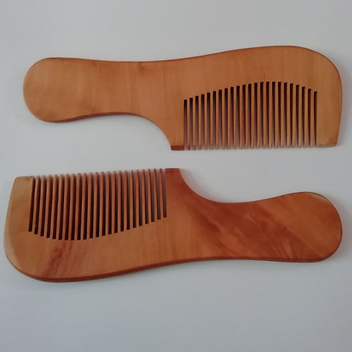 Wooden comb set of 2 numbers.